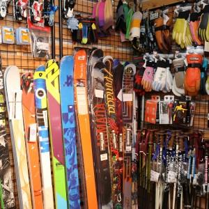 各種スキーも揃ってます!!